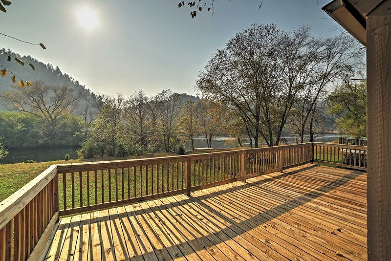 Up to 6 travelers can stay at this charming riverfront property in Reliance.