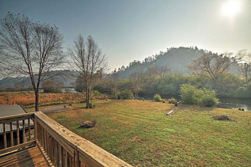 Rustic Reliance Cabin: Fly Fish the Hiwassee River, holiday rental in Tellico Plains