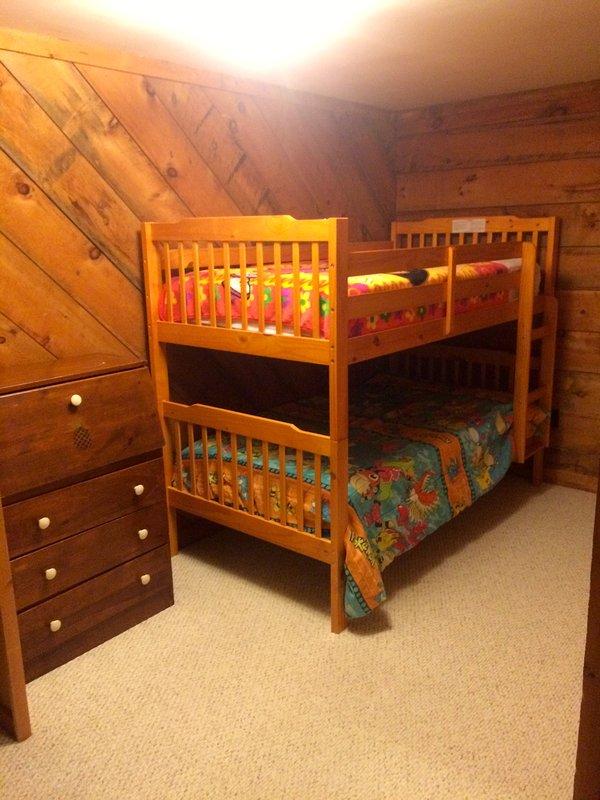 Stapelbed slaapkamer met badkamer