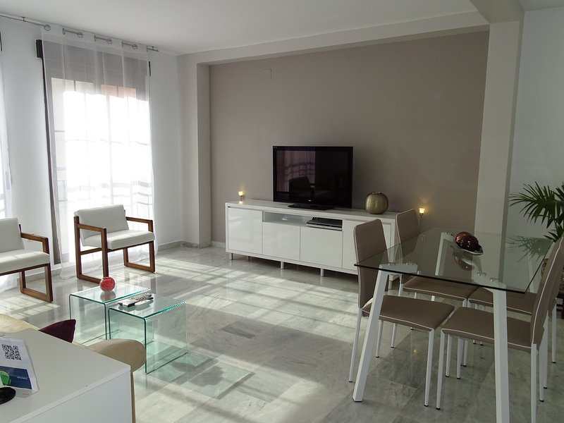 Apartamento Parque Almunia, parking privado, vacation rental in Granada