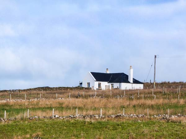BOTHAN AONGHAIS, character, isolated, woodburning stove near Uig, Ref 926369, holiday rental in Kilmaluag