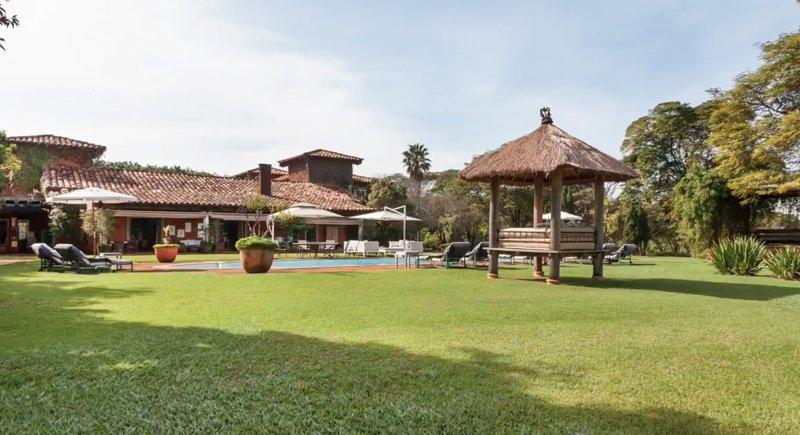 Stunning Villa sleeps 24 in 11 ensuite bedrooms, casa vacanza a Aracoiaba Da Serra