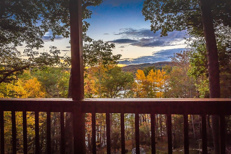 Lake Cottage with Views and Fireplace, location de vacances à New Preston