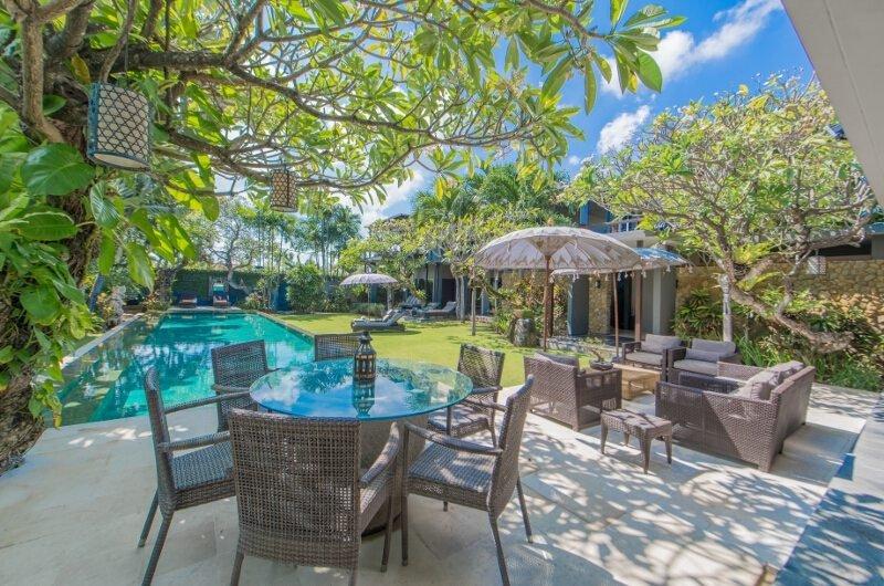 piscine bleu et jour lumineux complèteront votre été! :RÉ