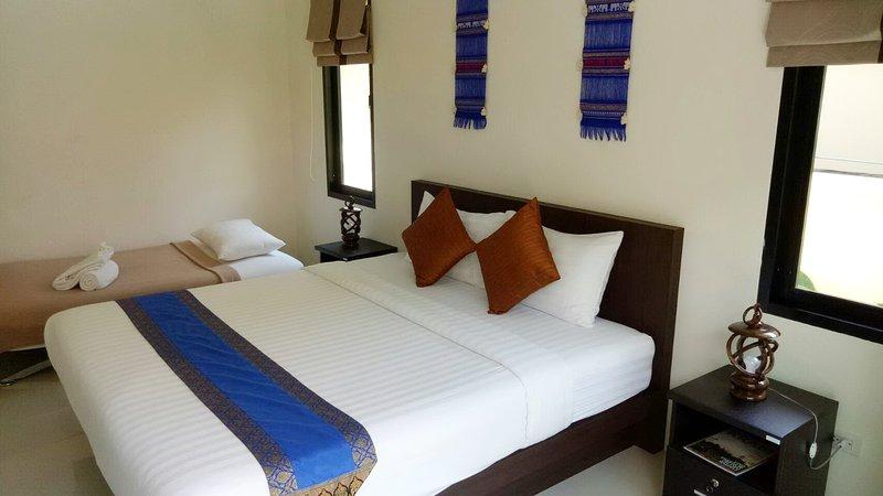 Quarto principal com configuração sofá-cama