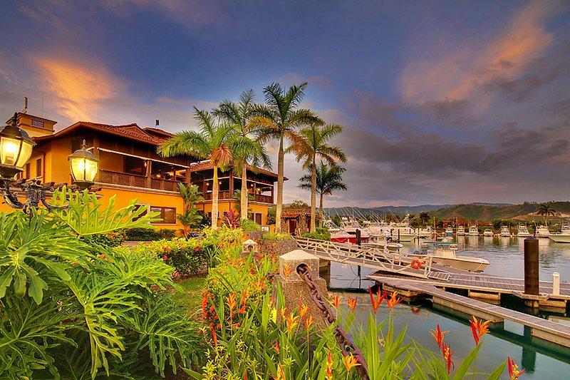 Palm Tree,Tree,Hotel,Resort,Building