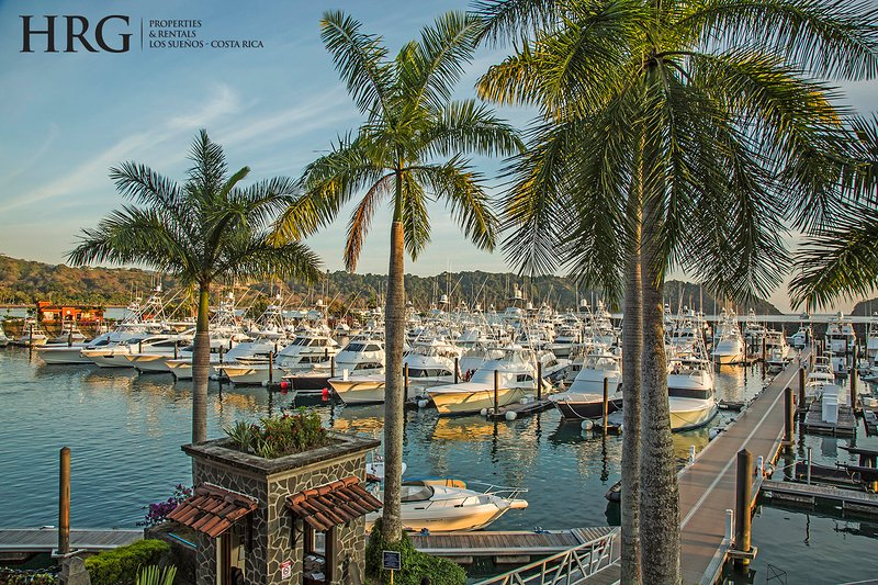 Boat,Watercraft,Hotel,Resort,Dock