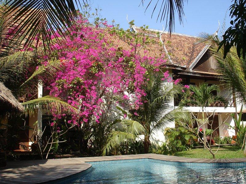 Mysteres d'Angkor  -  Chenla room 25m2 for 2, location de vacances à Sueydongkorn