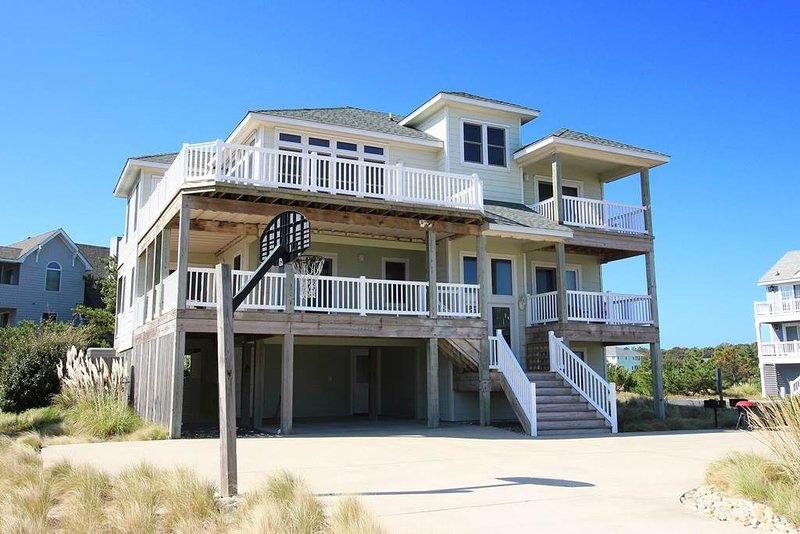 Building,Villa,Banister,Handrail,Deck