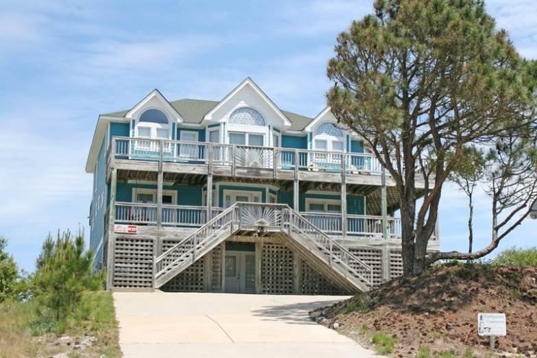 Building,Villa,Deck,Porch,Cottage