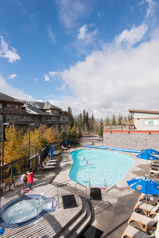 Heated swimming pool, open year-round