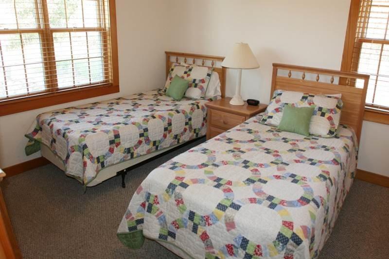 Bed,Bedroom,Furniture,Crib,Home Decor