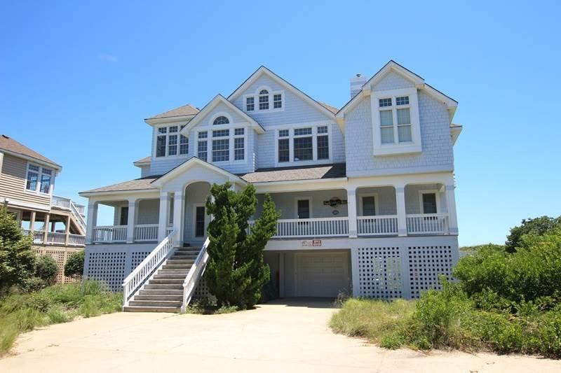 Building,Deck,Porch,Villa,Downtown