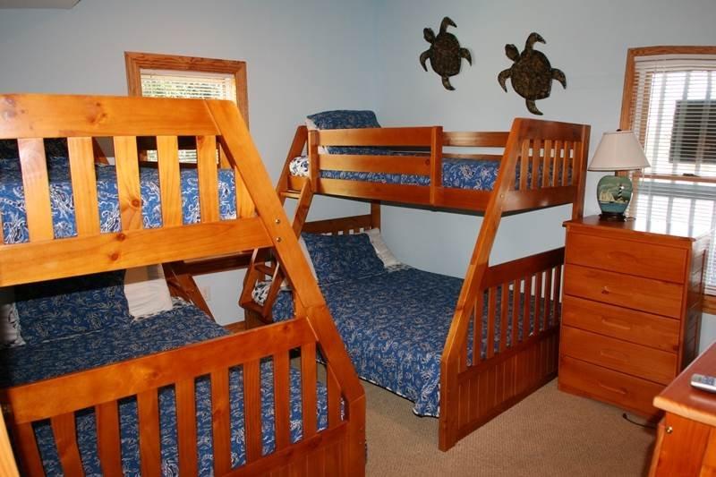 Chair,Furniture,Bedroom,Indoors,Room