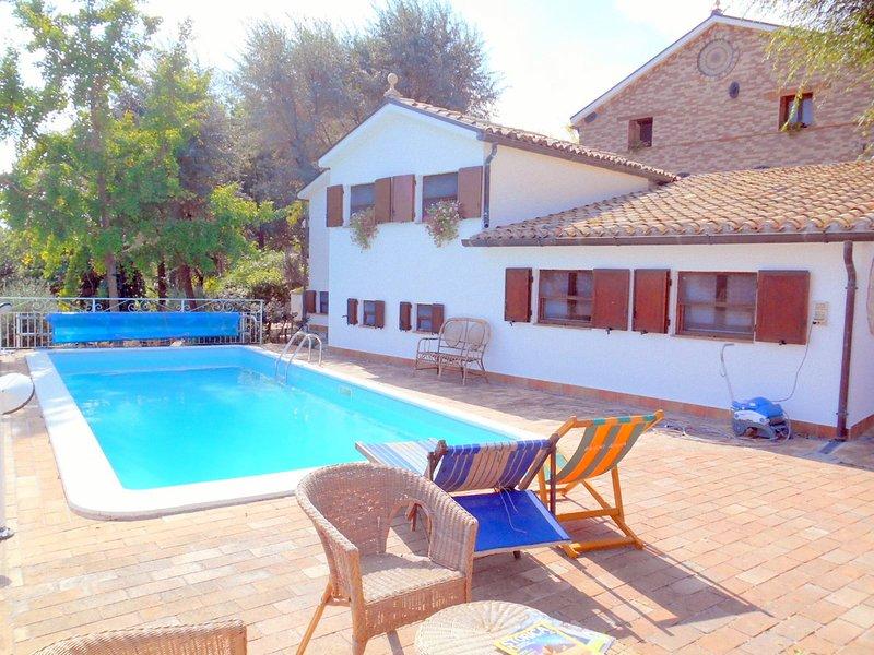 ALLOCCO - Camera a lato della piscina, alquiler vacacional en Scapezzano