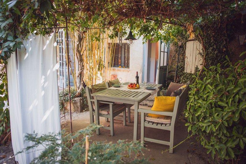 Courtyard Studio, holiday rental in Lourmarin