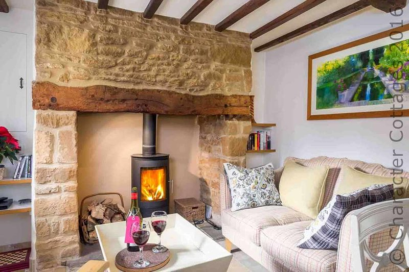 Rose End Cottage is a beautiful Cotswold stone cottage, located on a quiet lane, vacation rental in Upper Oddington