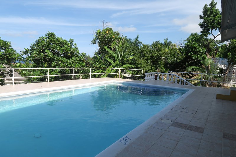 Ensuite Double bedroom with pool view, vacation rental in Montego Bay