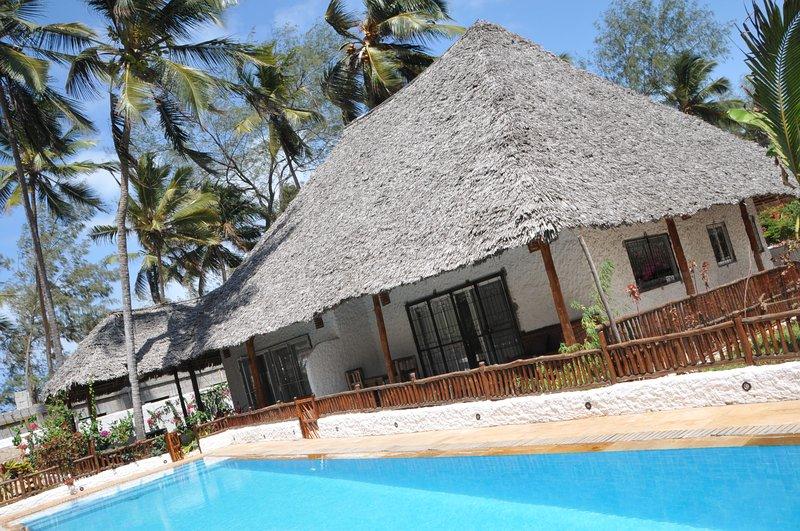 Villa Jiwe with Pool ZanzibarHouses, holiday rental in Pwani Mchangani