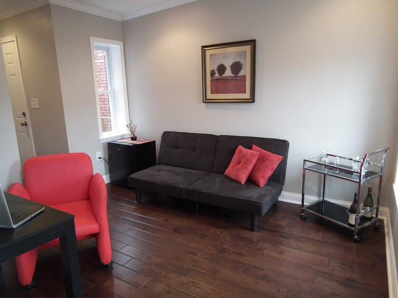 sala de estar fuera del dormitorio 1 con futón que quede plana