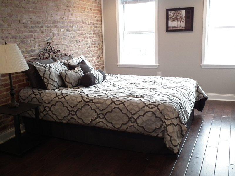 Dormitorio 1 con cama de matrimonio en el tercer piso