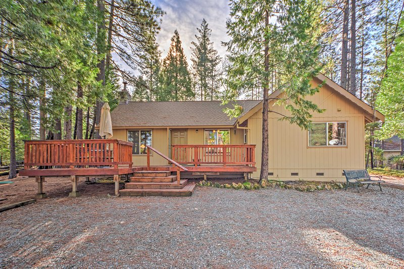 A wonderful Arnold getaway awaits those who book this charming home!