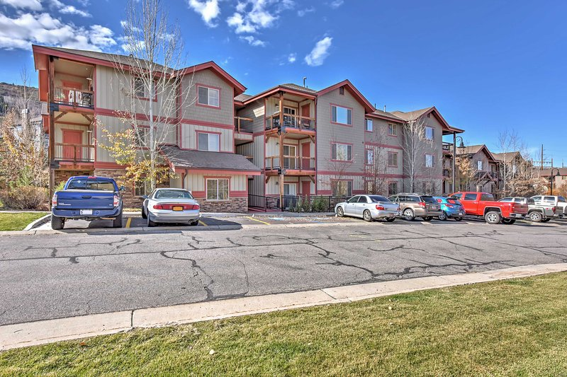 Enjoy community amenities such as the swimming pool and hot tub.