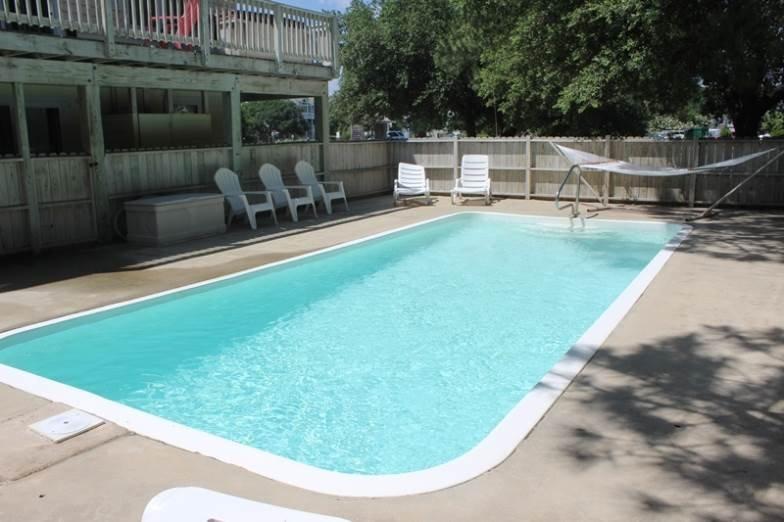 Pool,Water,Resort,Swimming Pool,Bench