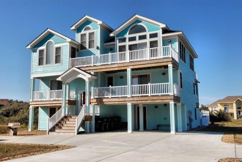 Building,Villa,Deck,Porch,Banister