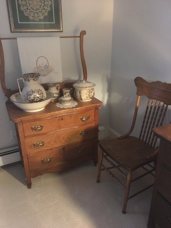 MASTER BEDROOM. VICTORIAN OAK WASHSTAND WITH ANTIQUE BOWL AND PITCHER SET.