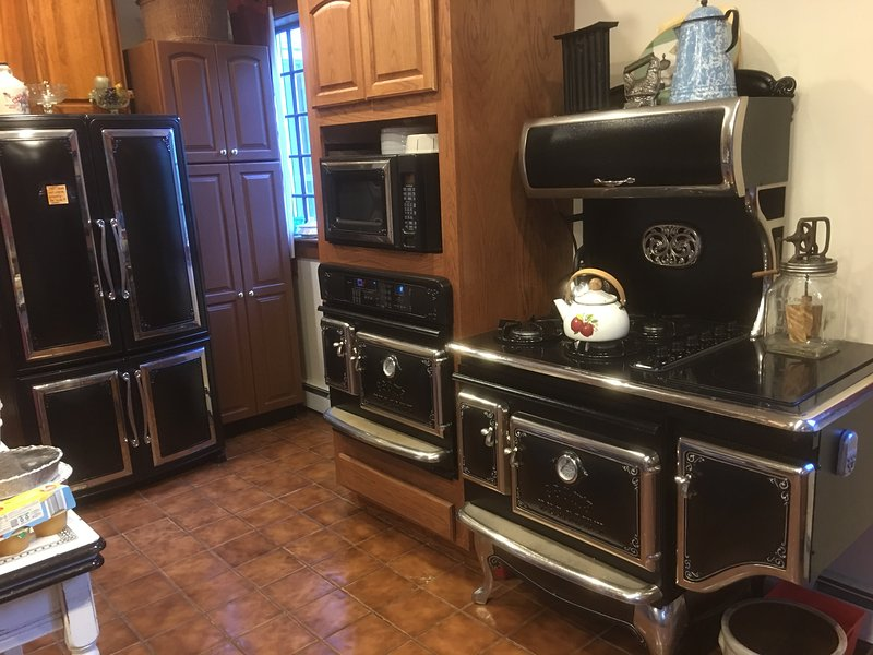 COUNTRY KITCHEN STOVE HAS 2 ELEC. OVENS. STOVE TOP HAS GAS AND ELEC. MATCHING REFRIG AND MICROWAVE.