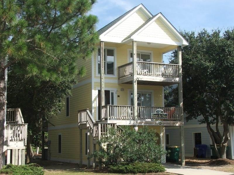 Building,Villa,Deck,Porch,Downtown