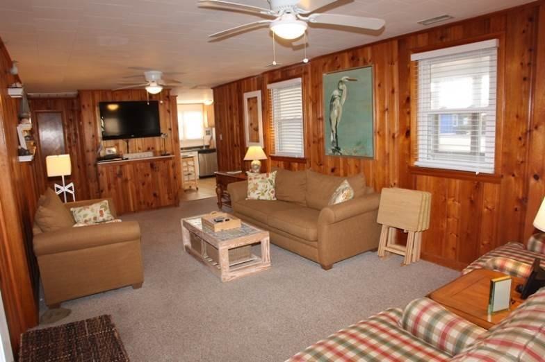 Indoors,Room,Bedroom,Furniture,Bench