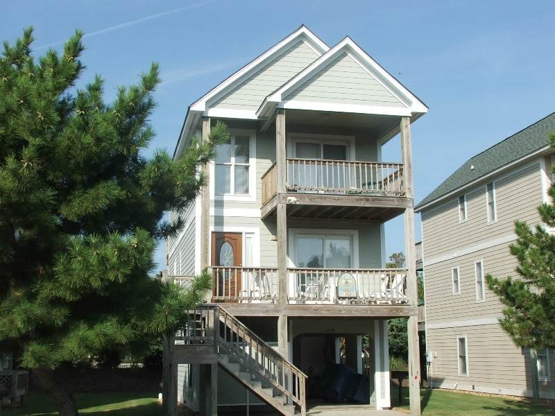 Building,Villa,Tree,Deck,Porch