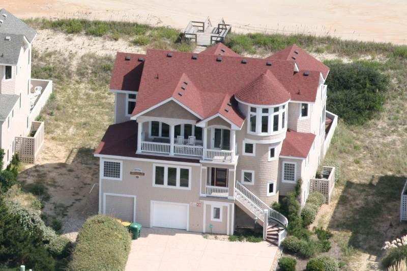 Building,Villa,Cottage,Path,Sidewalk
