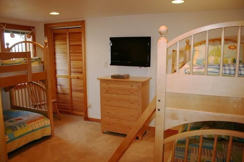 Crib,Furniture,Room,Vault Ceiling,Entertainment Center