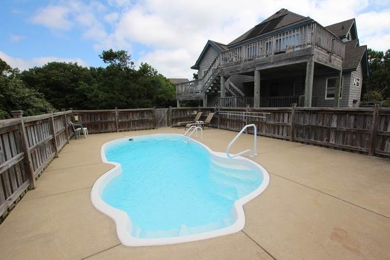Pool,Water,Resort,Swimming Pool,Deck