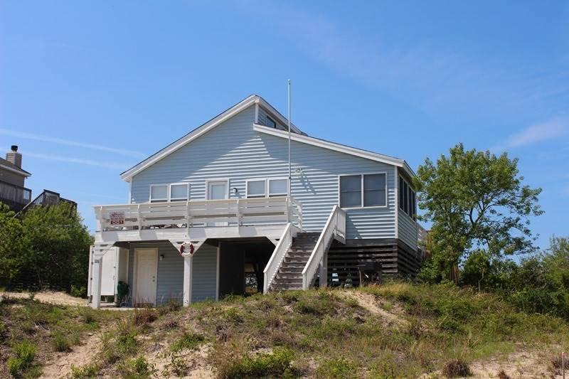 Building,Cottage,Villa,Deck,Porch