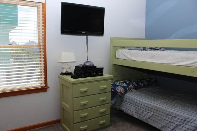 Bedroom,Indoors,Room,Chest,Drawer