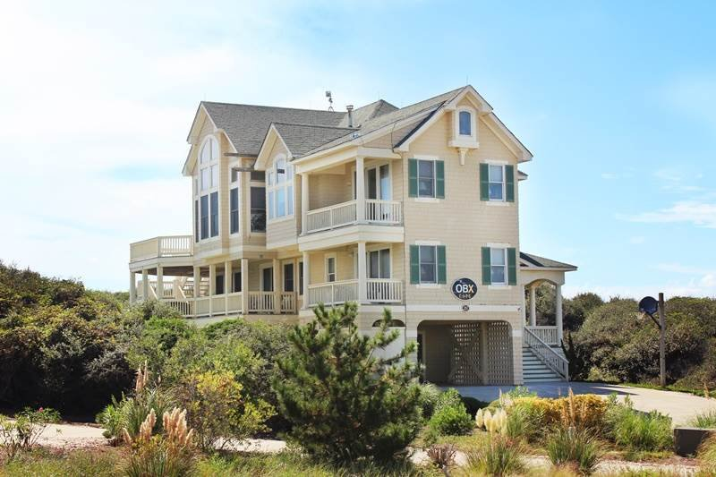 Building,Villa,Vegetation,Cottage,Yard