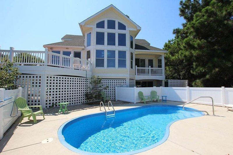 Pool,Water,Building,Villa,Balcony