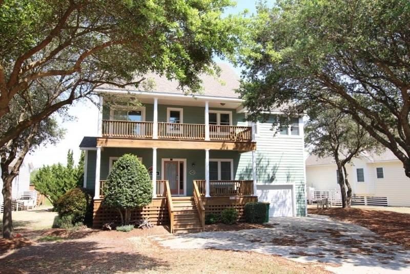 Deck,Porch,Building,Villa,Tree