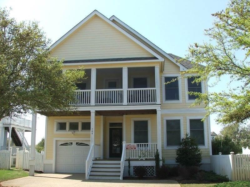 Deck,Porch,Building,Cottage,Fence