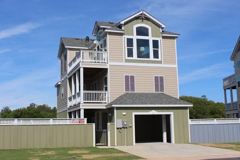 Building,Villa,Dog House,Cottage,Deck