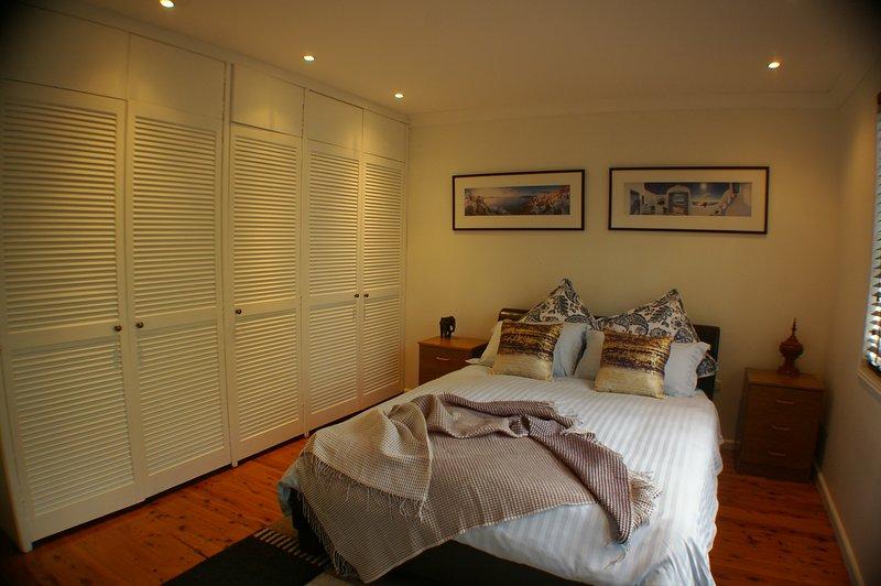 Queen bedroom middle level