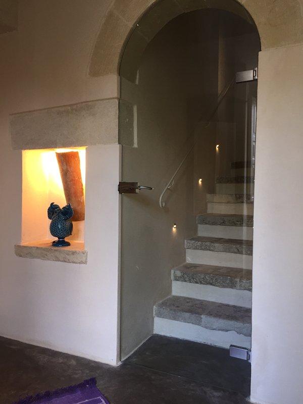 Suites Donna Giovanna: trapporna till rummet med den 3: e säng och terrass