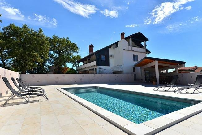 Villa Paolija APP2, alquiler de vacaciones en Novigrad