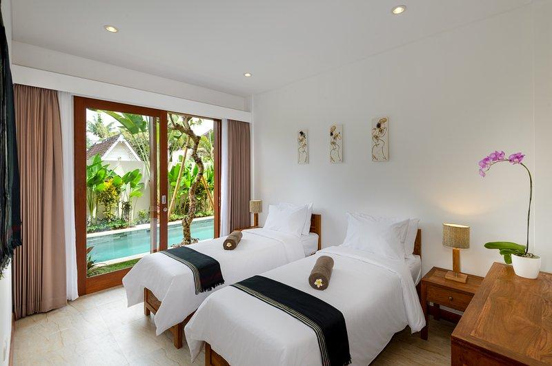 camas con vistas a la piscina en la planta baja