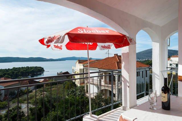 AMAZING SEA VIEW FROM BALCONY, alquiler de vacaciones en Ciovo Island