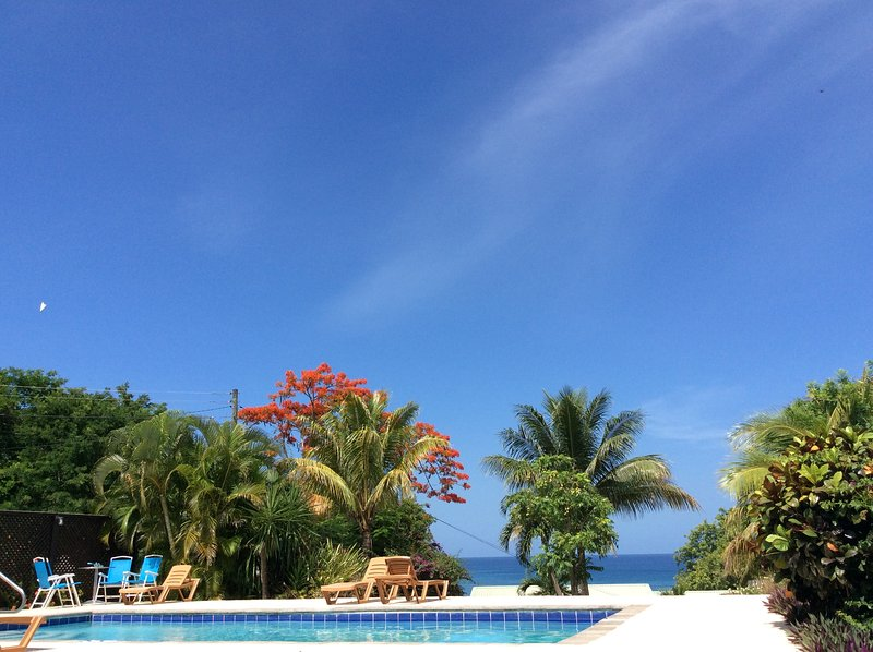 Stunning Sea Views, 10 minute walk to beach, location de vacances à Gros Islet